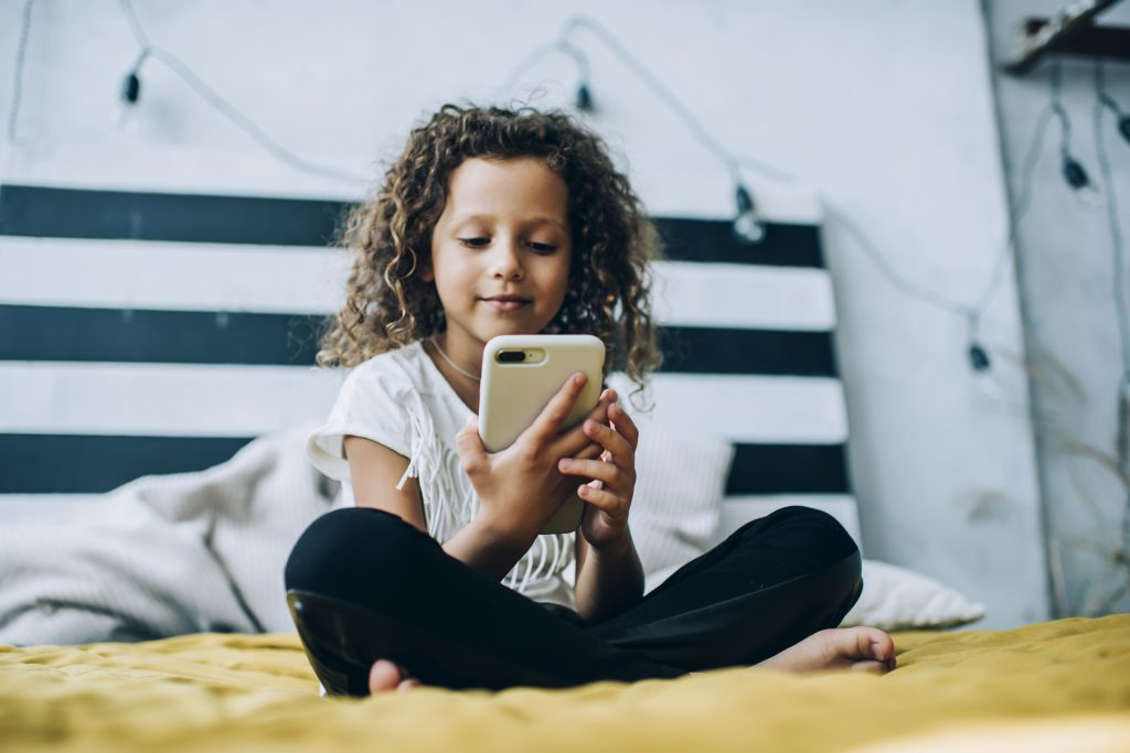 when should kids have a phone
