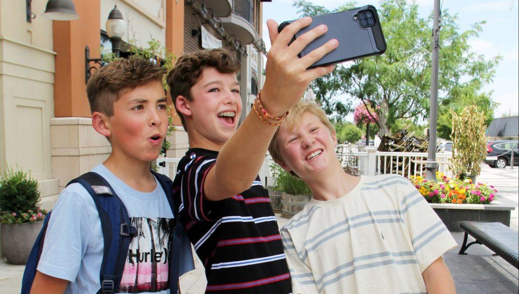 Five Self Esteem Tips for Kids in a Tech World